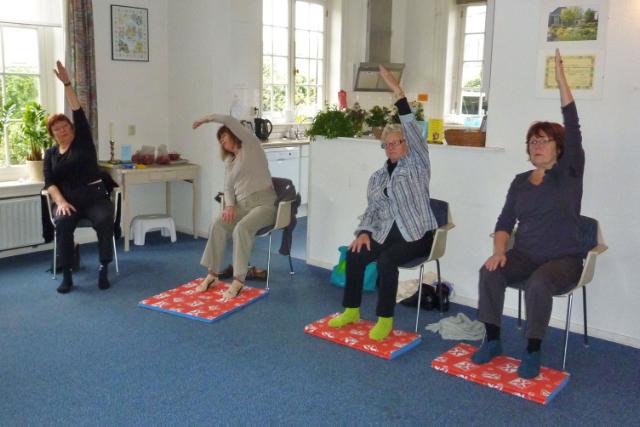 Stoel Voor Ouderen : Oefeningen ouderen stoel archidev
